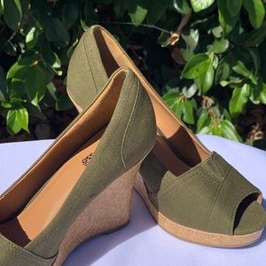 Olive green canvas wedges